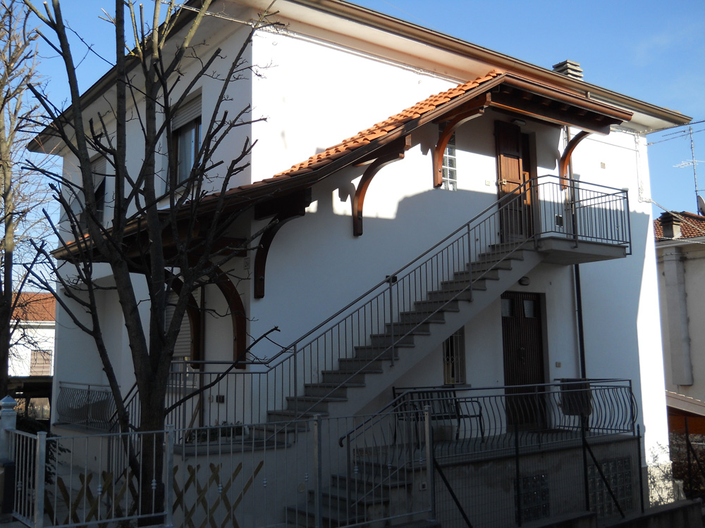 Copri scale copertura scale in legno su misura - Copertura scala esterna ...