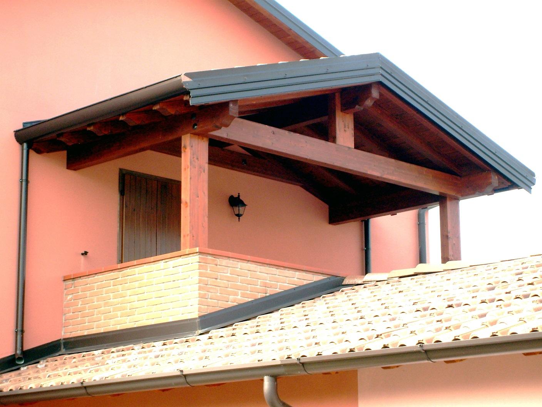 Porticato in legno porticati con colonne su misura e for Travi in legno sul portico anteriore