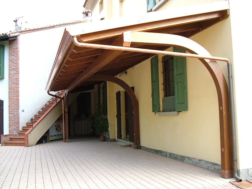 Portico a sbalzo tettoia in legno for Idee portico coloniale