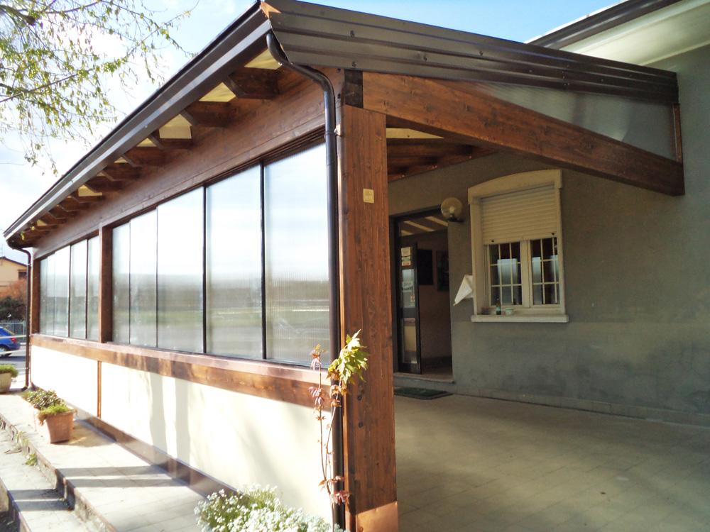 Coperture per porticati best copertura in plastica per for Tettoia inclinata del tetto